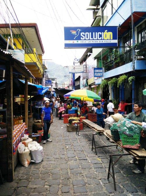 Le marché de San Pedro la Laguna sur le lac Atitlán, au Guatemala.