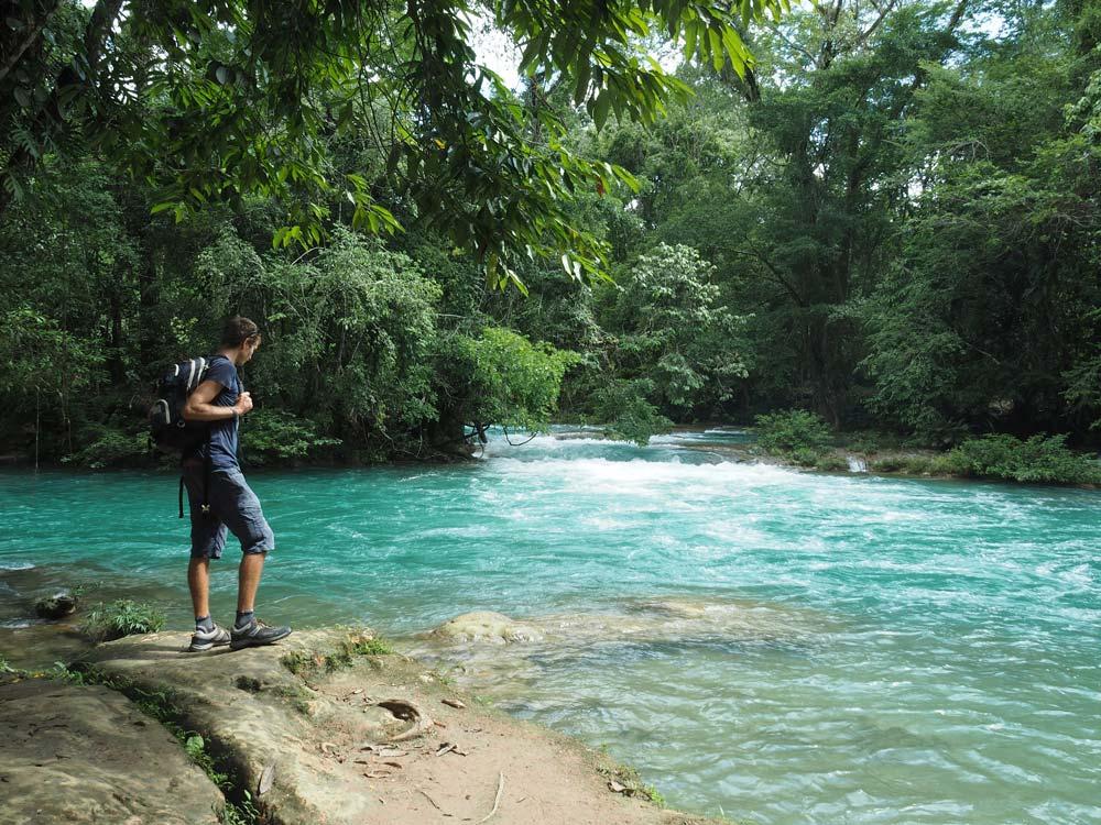 Les bassins bleu ciel de la cascade Agua Azul non loin de Palenque, au Mexique.