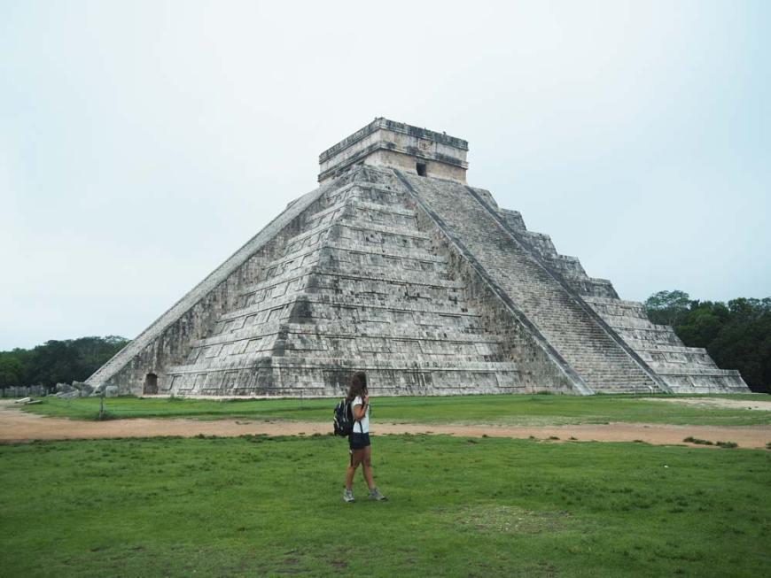 La majestueuse pyramide de Kukulkan dans le site de Chichén Itzá au Mexique.