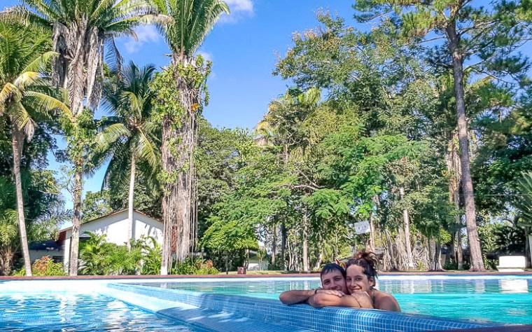 Dans la piscine en amoureux à la marina Nana Juana sur le Rio Dulce.