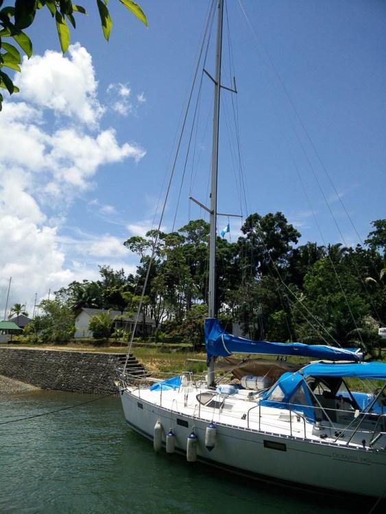 Prêt à être remonter au sec à la marina Nana Juana.