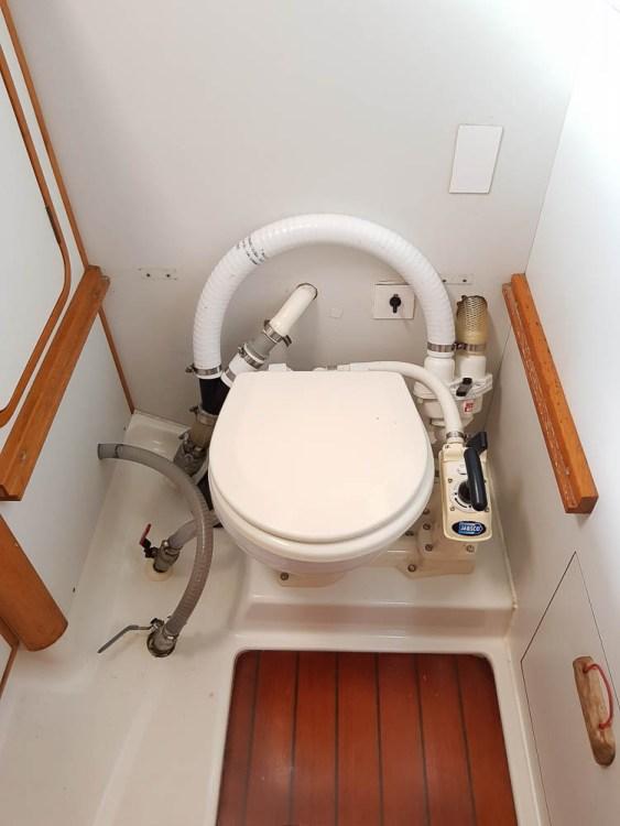 WC arrière avec la configuration vanne 3 voies.