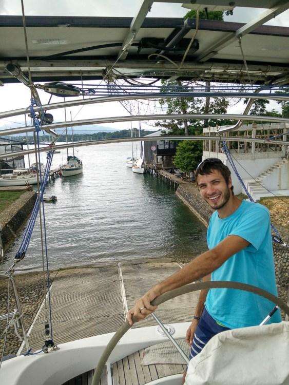 Remise à l'eau au Guatemala, à Nana Juana, sur le Rio Dulce.