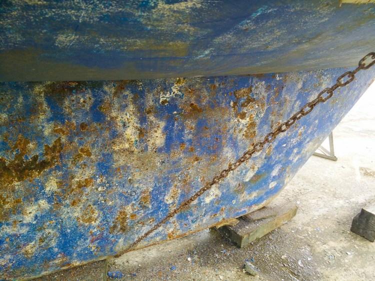 Quille rouillée après plusieurs mois en mer.