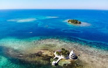 Vue aérienne des îlots de Tom Owens Cays au Bélize.