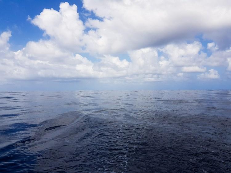 Mer plate, sans vent, au large du Honduras et du Nicaragua, proche du Panama.
