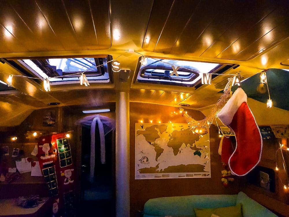 Décorations de Noël 2018 à l'intérieur du bateau.