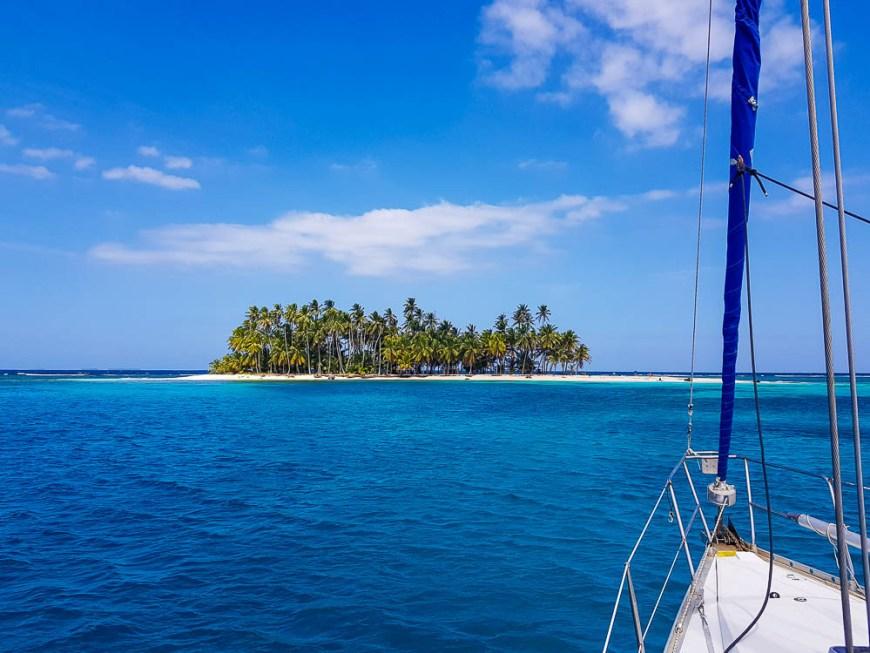 îlot désert dans l'archipel des San Blas au Panama.