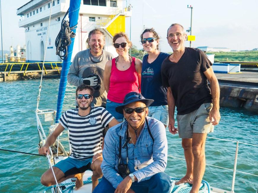 Notre équipe sur Manwë pour le passage du canal de Panama.