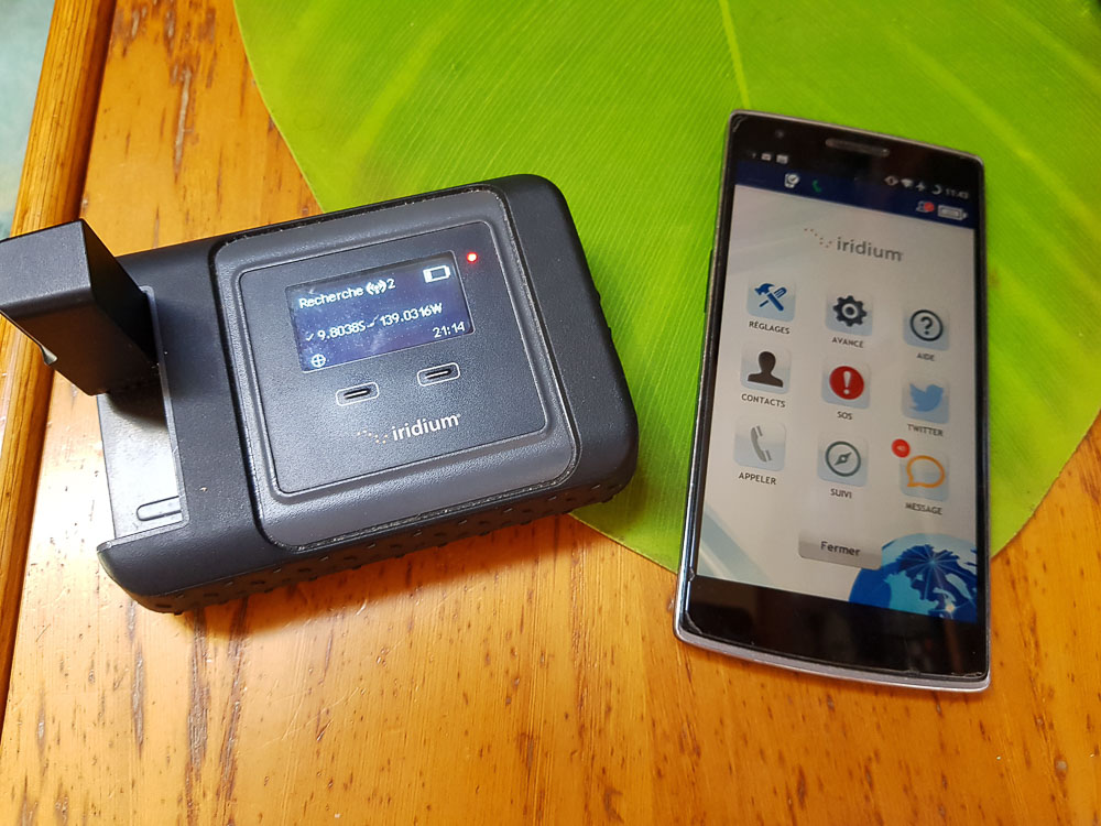 Le téléphone iridium GO! avec l'application androïde