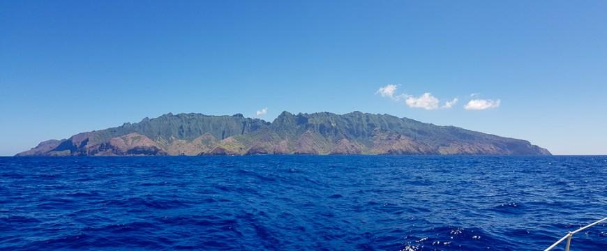 Arrivée près de l'île de Fatu Hiva aux Marquises.