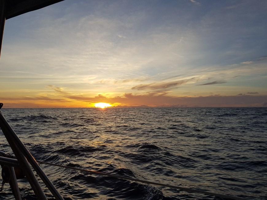 Lever de soleil sur l'océan Pacifique.