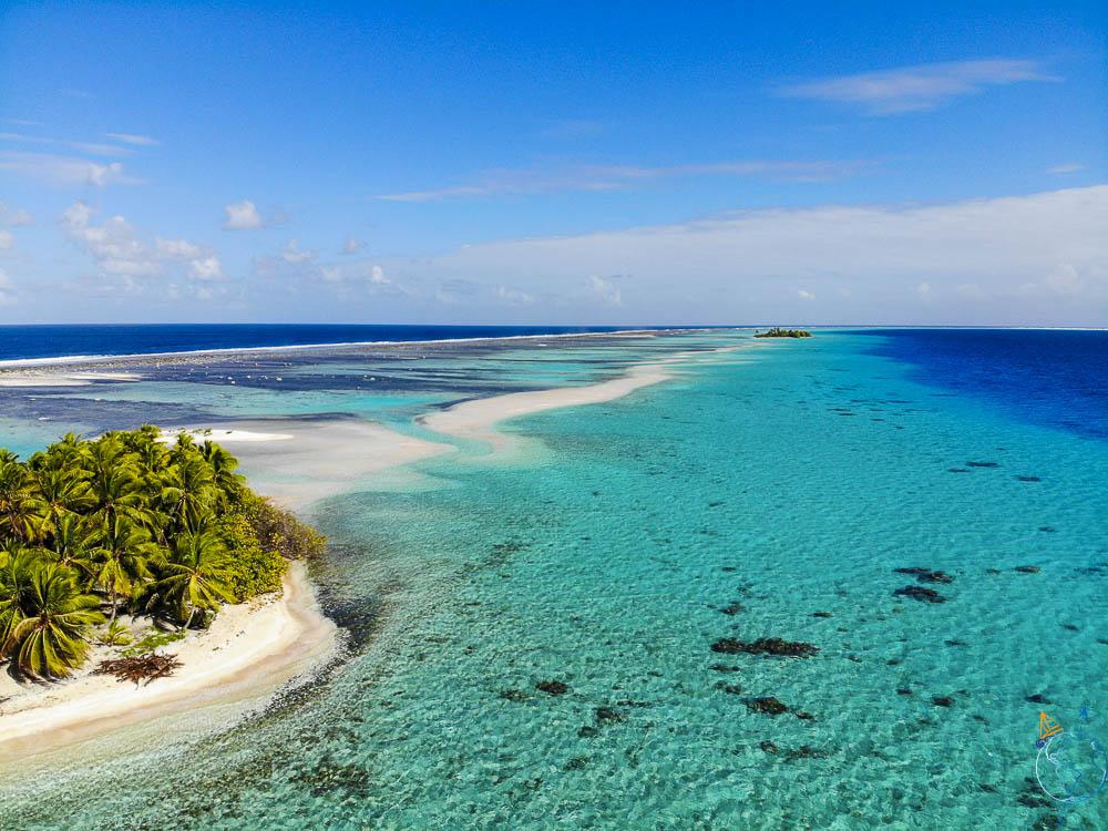La barrière de corail de Makemo et ses motu.