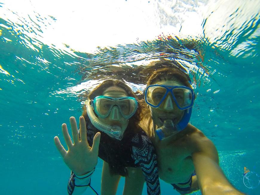 Snorkeling dans les eaux claires de Makemo, atoll des Tuamotu.