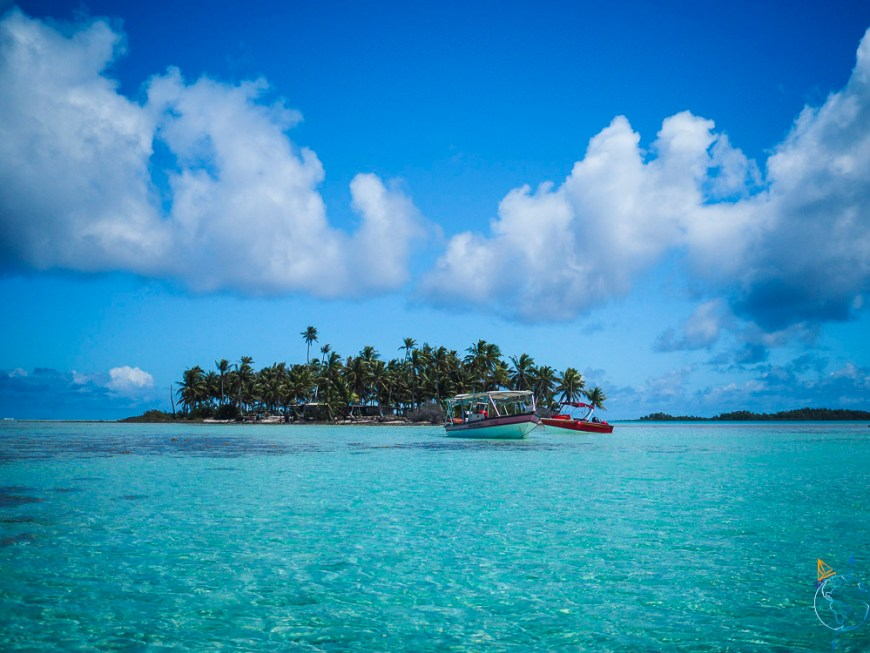 Motu devant le Lagon Bleu dans l'atoll de Rangiroa.