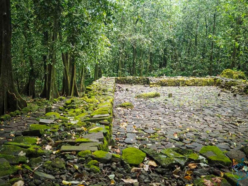 Marae dans la vallée d'Opunohu, sur l'île de Moorea.