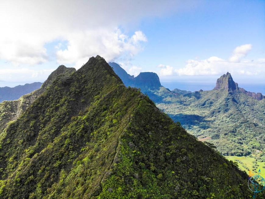 La vue sur la vallée d'Opunohu en drone DJI MavicAir.
