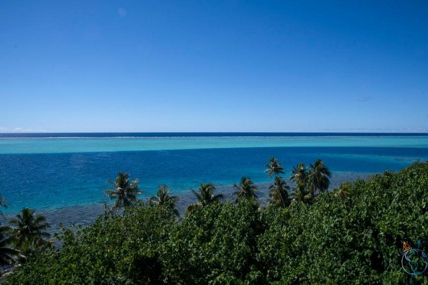 Vue sur le lagon et ses belles couleurs au sud de Huahine.