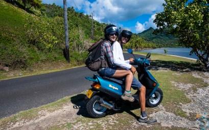 Tour de l'île de Huahine en scooter.