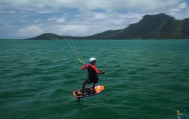 Effet de vitesse sur le foil, en kitesurf, à Maupiti.