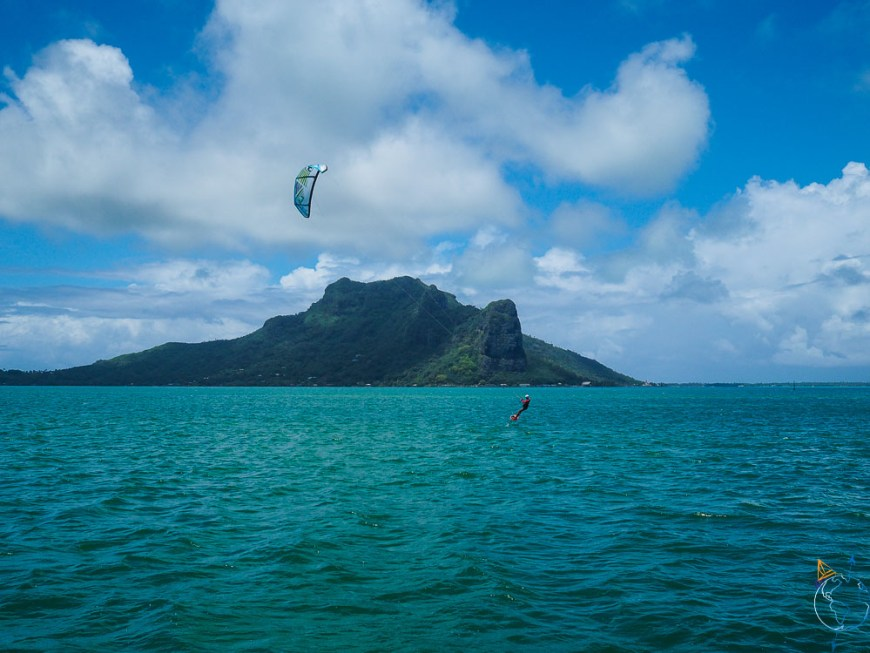 Bords de foil devant l'île de Maupiti.