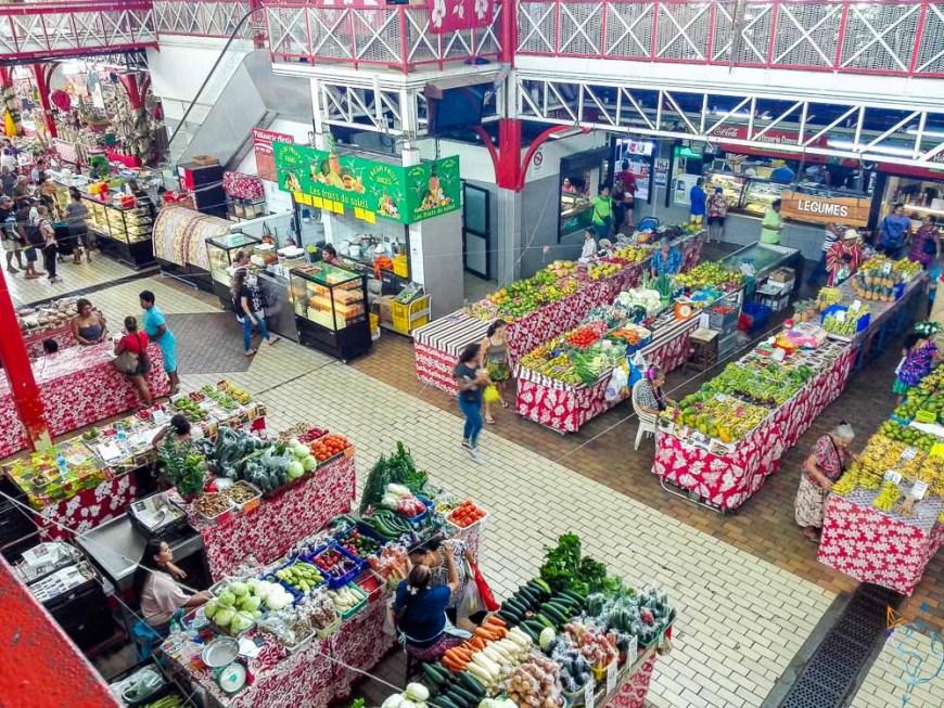 Le marché coloré au centre-ville de Papeete.