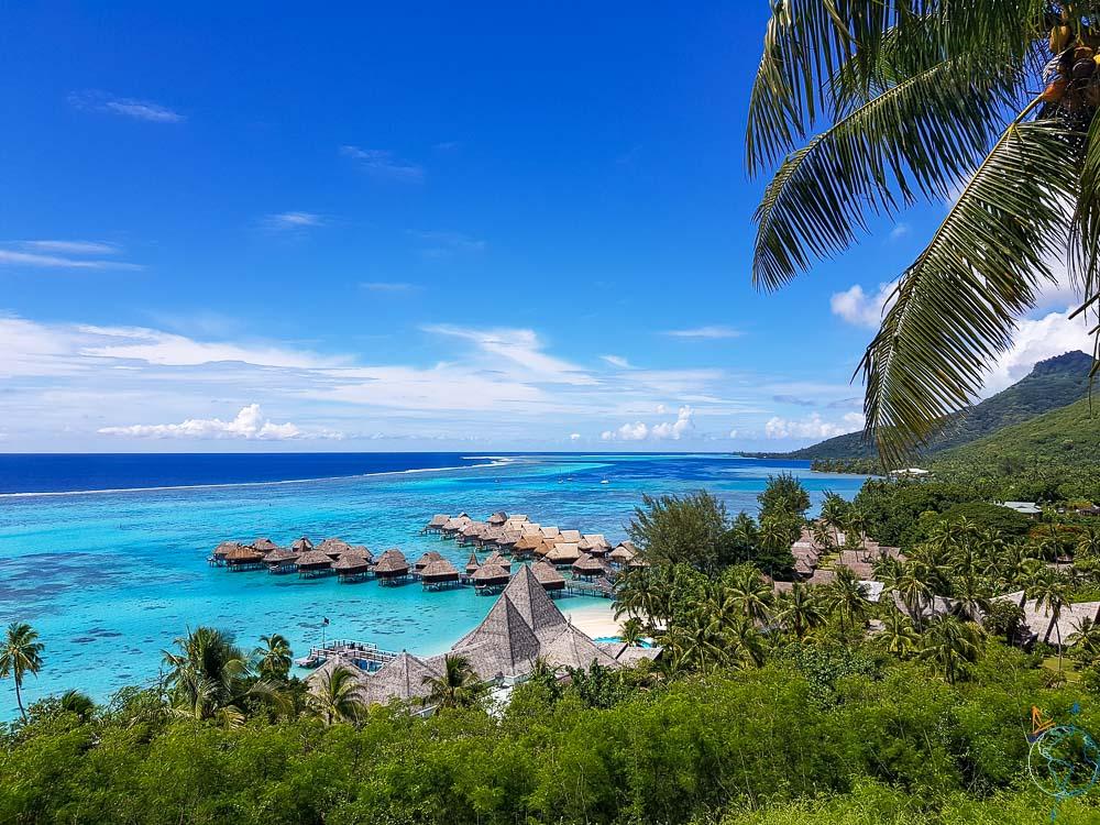 Hôtel Sofitel avec vue sur le lagon de Moorea en Polynésie française.