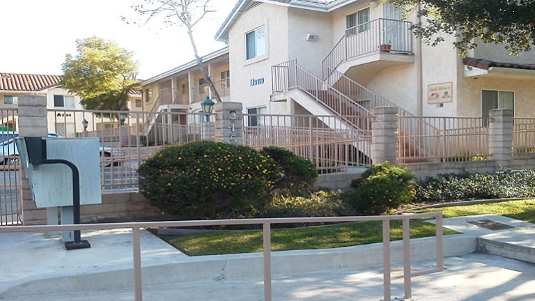Stoll House Apartments3155-3159 Los Robles Rd. Thousand Oaks, CA 91362