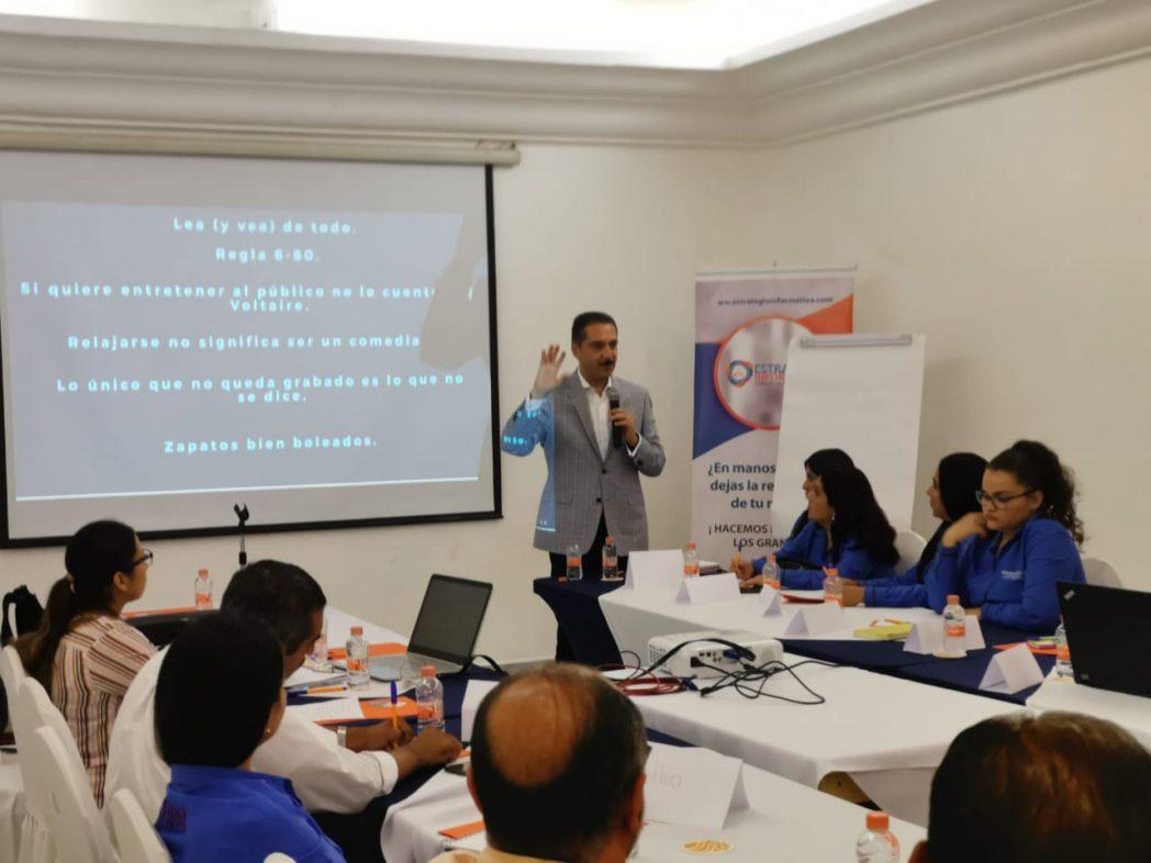 Empresarios manzanillenses se capacitan con el periodista Jorge Zarza