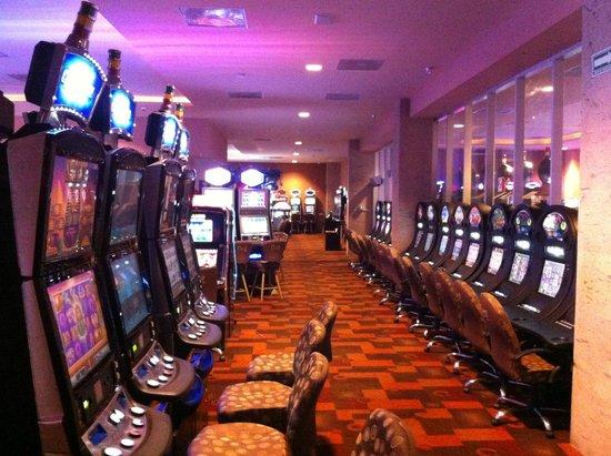 Casinos de Manzanillo podrían bloquear el boulevard si no les permiten abrir