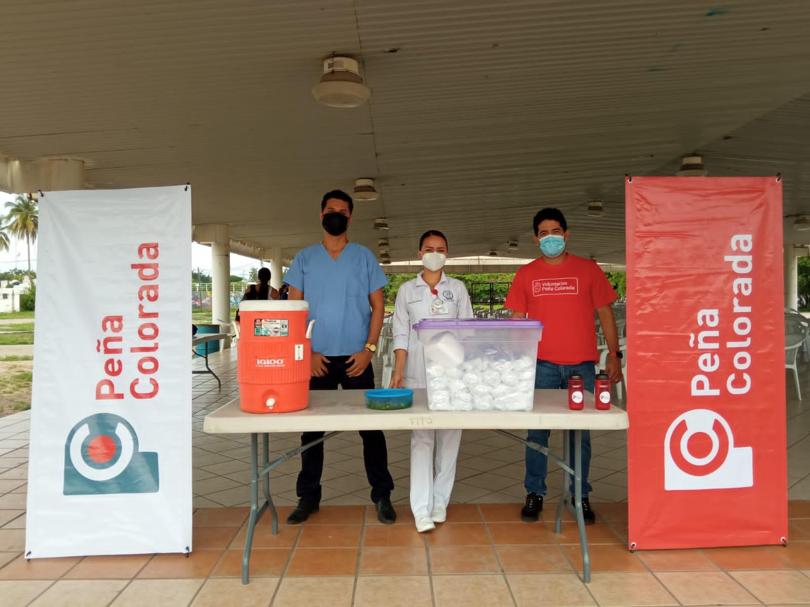 Apoyan Voluntarios De Peña Colorada Durante Jornada De Vacunación Anticovid