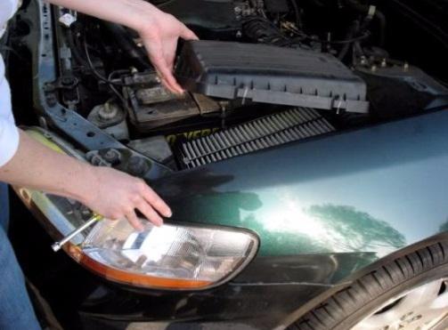 Como trocar o filtro de ar do motor do carro