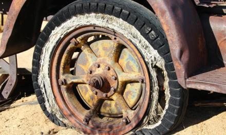 "<span class=""entry-title-primary"">Trocar pneu furado – Como trocar com segurança</span> <span class=""entry-subtitle"">Aprenda passo a passo a trocar um pneu furado</span>"