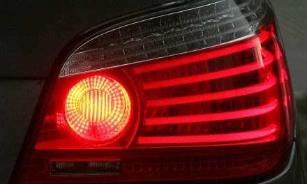 """<span class=""""entry-title-primary"""">Luz de freio não acende – O que fazer?</span> <span class=""""entry-subtitle"""">Aprenda dicas para reparar a luz de freio do seu carro</span>"""
