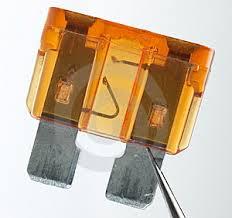 Perceba o filamento interrompido de um fusível mais comum.