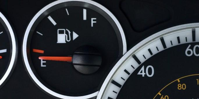 Como regular o marcador de combustível
