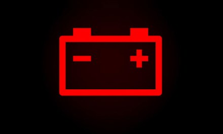 """<span class=""""entry-title-primary"""">Luz da bateria acesa no painel do carro</span> <span class=""""entry-subtitle"""">O que significa a luz de bateria ficar acesa?</span>"""