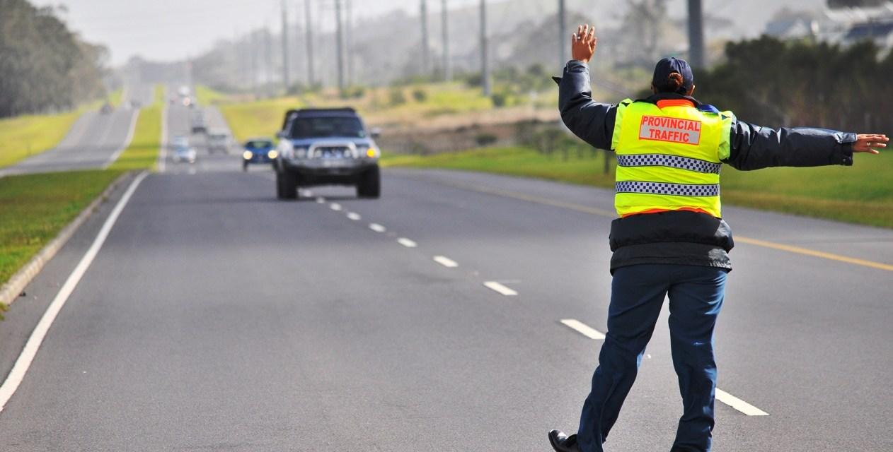 O que fazer ao ser abordado em uma blitz de trânsito