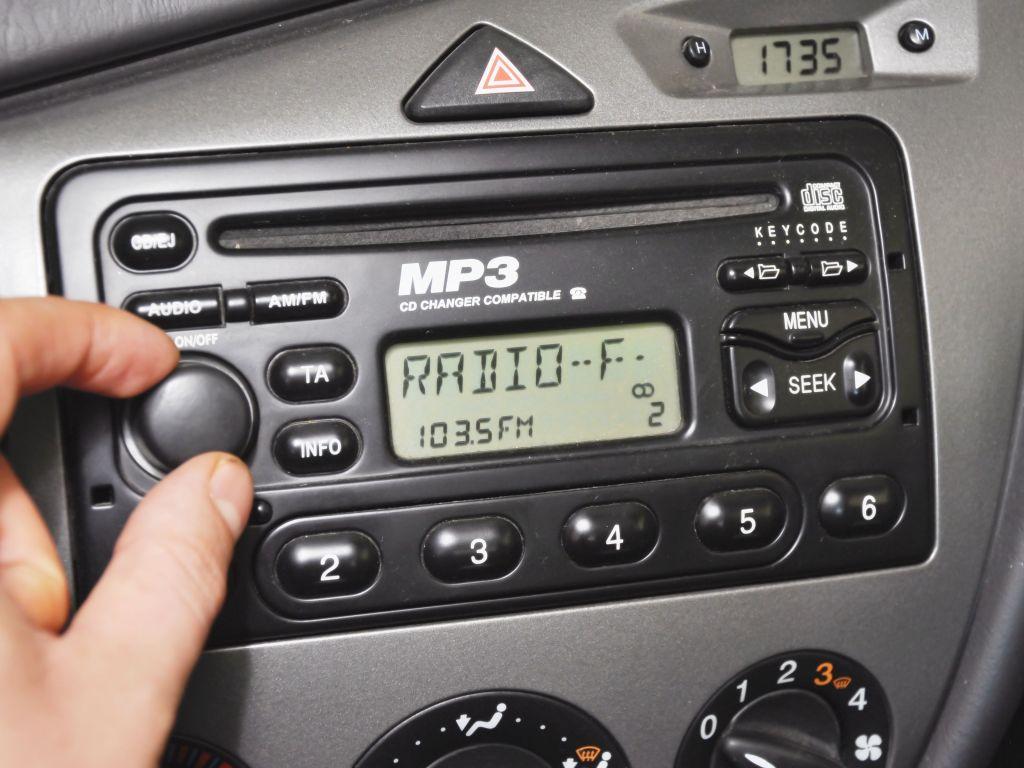Defeito em rádio de carro