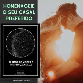 presente para casal de amigos - casal em momento romântico contra o sol ao lado de quadro preto do mapa do meu ceu
