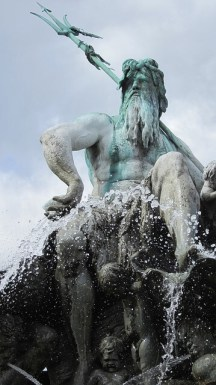 Netuno como Poseidon em estátua de Berlim