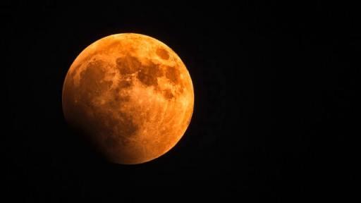Calendário astronômico 2021 - Imagem da Lua de Sangue