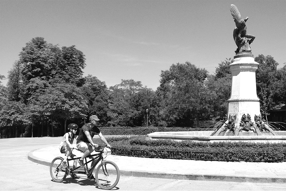 Madrid-Biking-in-Retiro-Park-1000px-opt