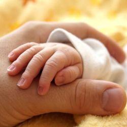 Почему новорожденный ребёнок плачет?