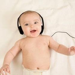Когда (в каком возрасте) новорожденные начинают слышать? Как проверить слух?