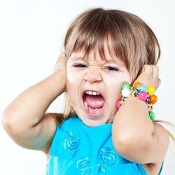 Капризы у детей раннего возраста: как правильно реагировать на слезы и детские истерики?
