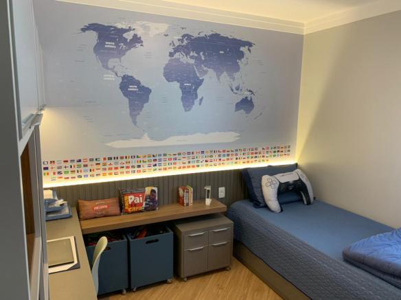 papel de parede mapa mundi para decorar instalado