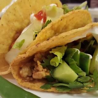 Mexican Chicken Taco Recipe | Easy weeknight recipe | Chicken MapleandMarigold.com