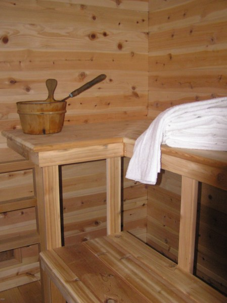 Maine Top Quality Bed and Breakfast Inn as a Hotel and Motel         sauna and outdoor hot tub