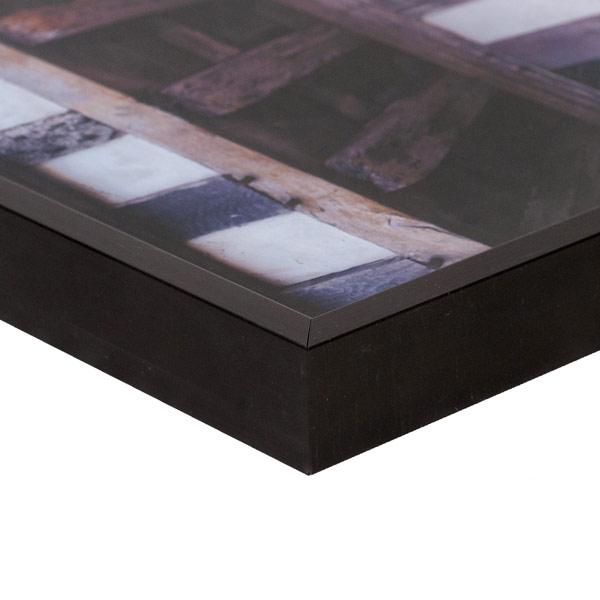 Black aluminium frame corner